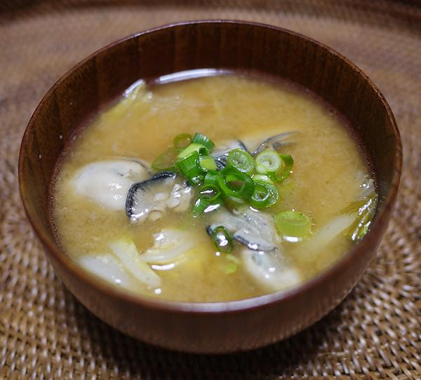 牡蠣と白菜の味噌汁