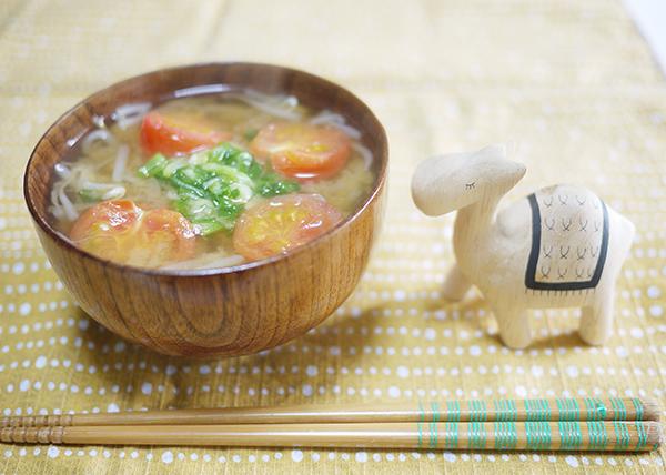 標準計量カップ・スプーンによる重量・カロリー・食塩相当量表