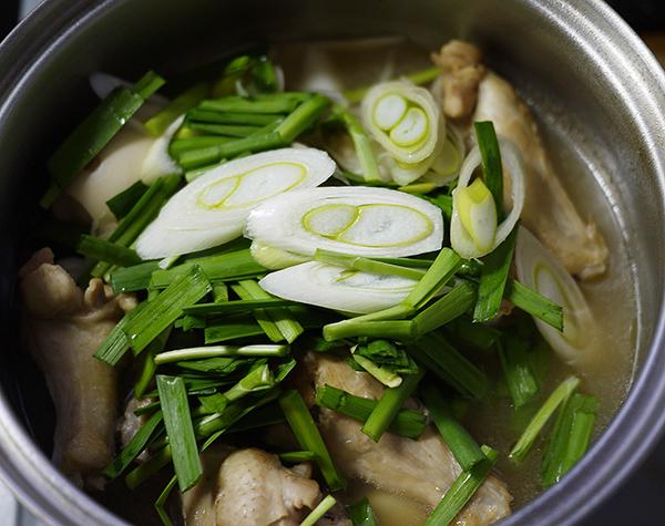 鶏の手羽元のさっぱり煮込みスープ