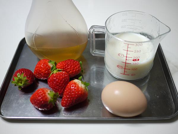 いちごのミルクセーキ材料