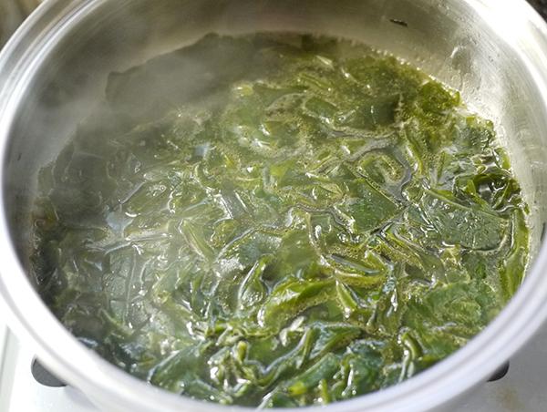 わかめともやしの味噌汁作り方2