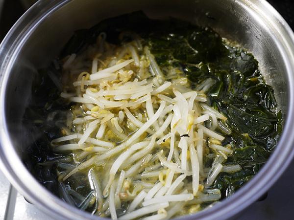 わかめともやしの味噌汁作り方3