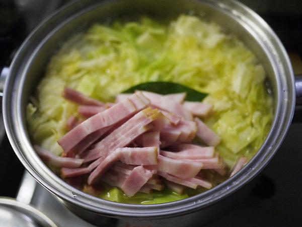 キャベツとジャガイモのスープベーコン