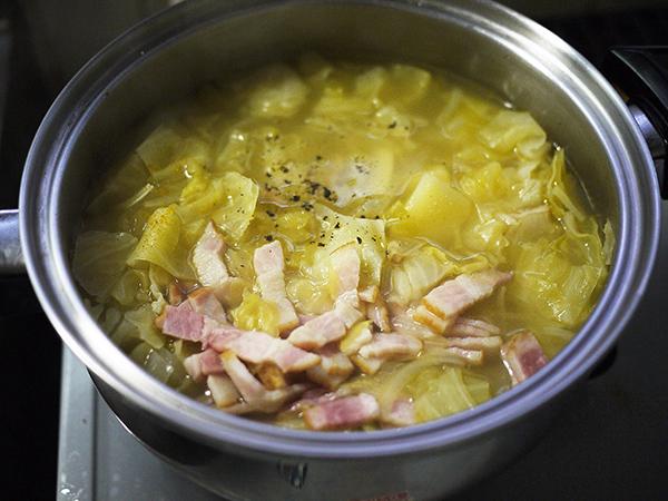 キャベツとジャガイモのスープ完成