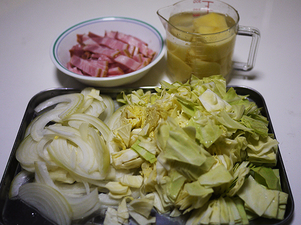キャベツとジャガイモのスープ材料の切り方