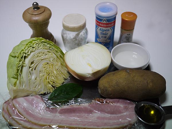 キャベツとジャガイモのスープ材料