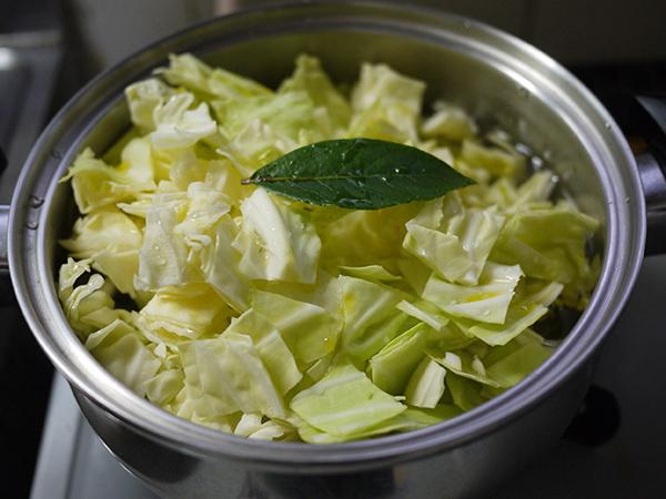 キャベツとジャガイモのスープ煮込み前