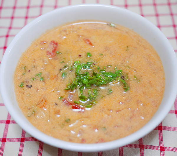 トマトとブロッコリースプラウトの豆乳スープ