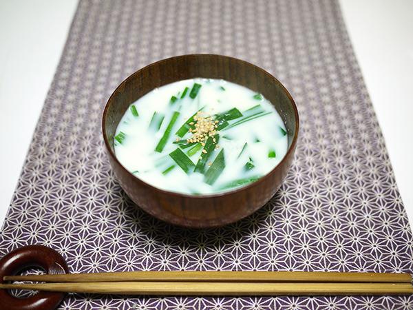 ニラの豆乳味噌汁