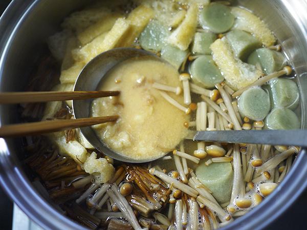 ブラウンえのきと油揚げと麩の味噌汁仕上げ
