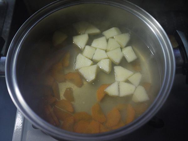 リンゴのみそ汁作り方1.JPG