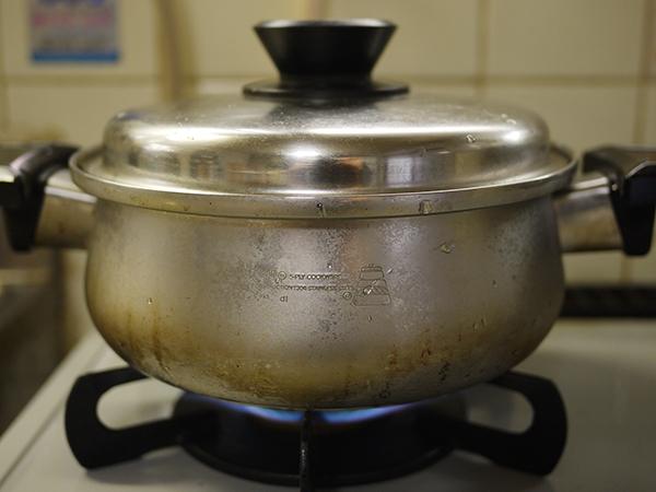 美腸スープ煮込み中